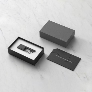 Boite de présentation de la Clé USB de 16 GO Empty Memory en finition métallisée acier noir